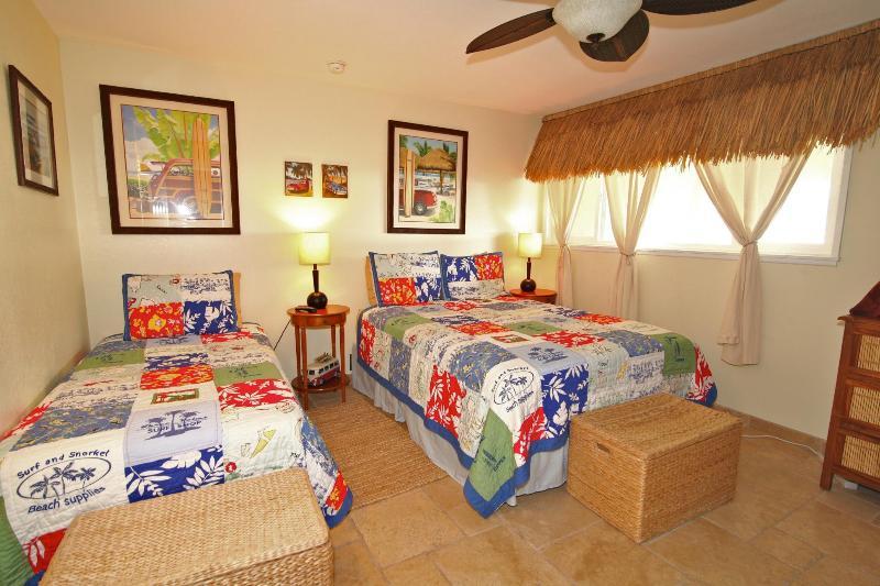 Deuxième chambre (la chambre de Woody) a une reine et lit jumeau et sa propre télévision et DVD