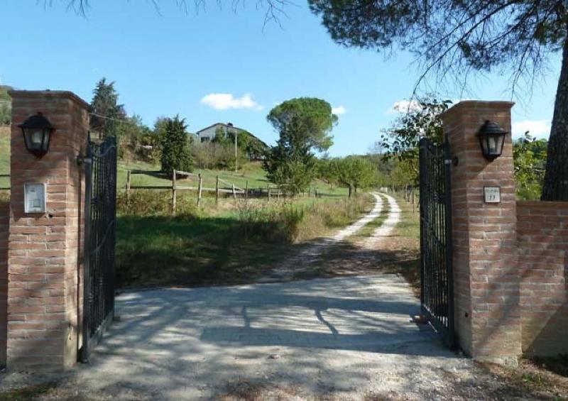 San Miniato - Tuscany: Apartments in restored farm, vakantiewoning in San Miniato
