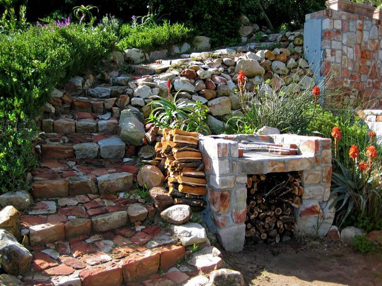The Mountain House private garden and braai