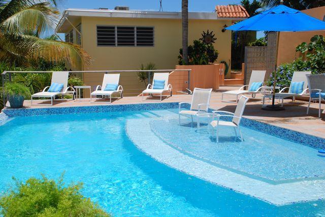 Piscina de VDM tiene su propia área de 'playa' a la sala de estar en el agua!