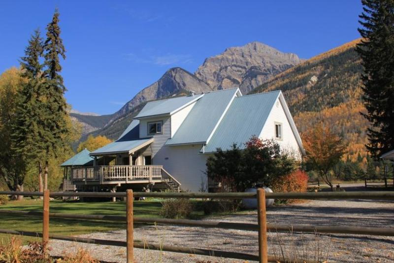 Bear Paw Lodge - Golden BC, location de vacances à Golden