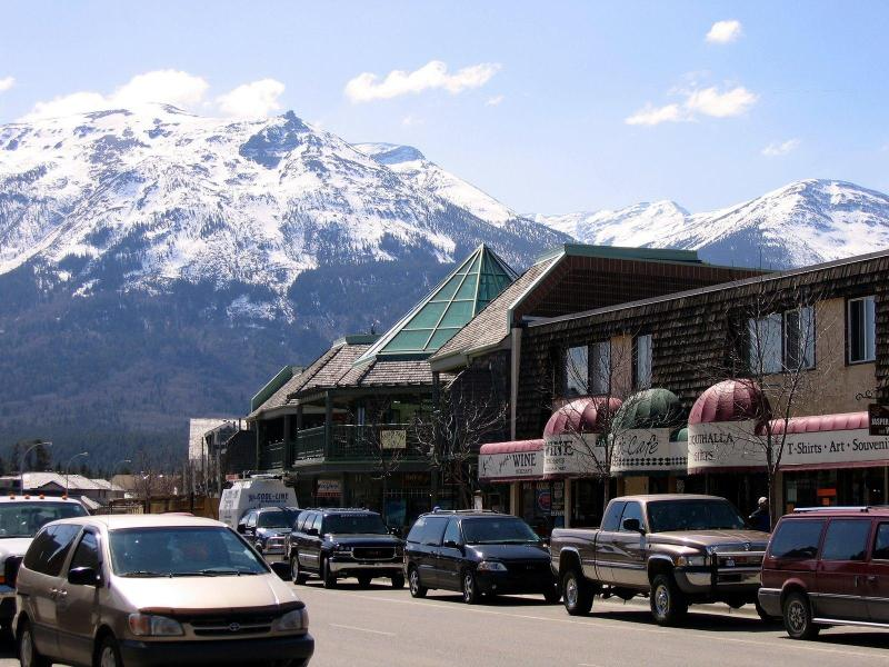 World Famous Jasper National Park is only a 90 minute drive Away