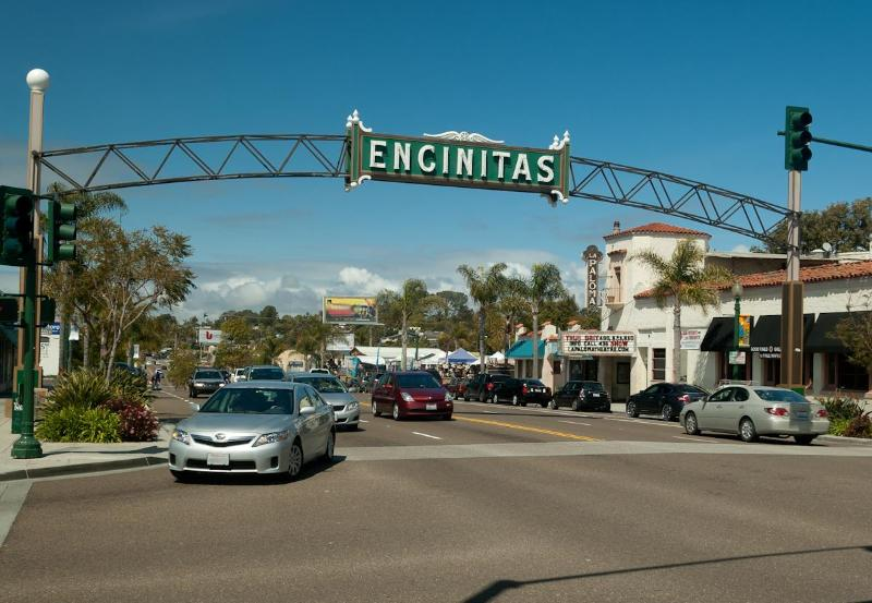 downtown Encinitas - 7 min walk to shopping, restaurants and bars