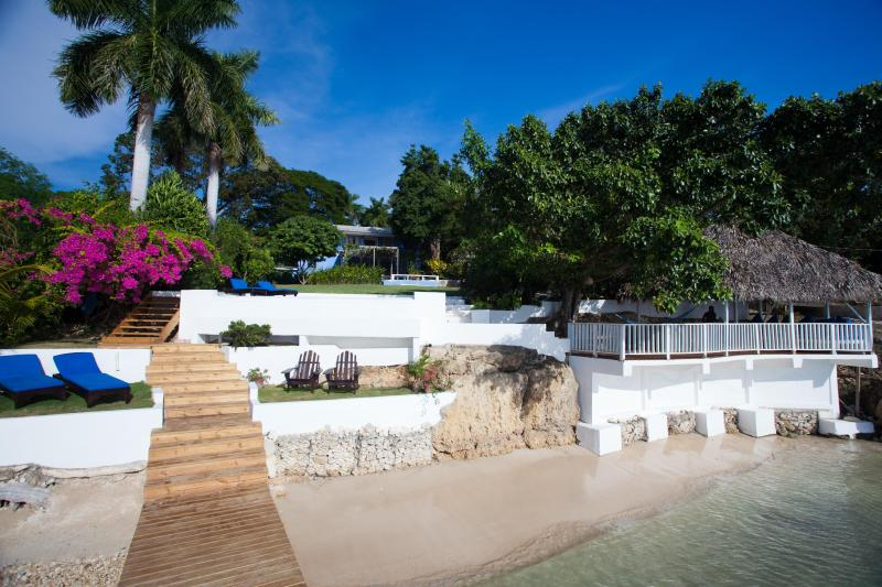Award-winning villa with private beach and pool, holiday rental in Westmoreland Parish