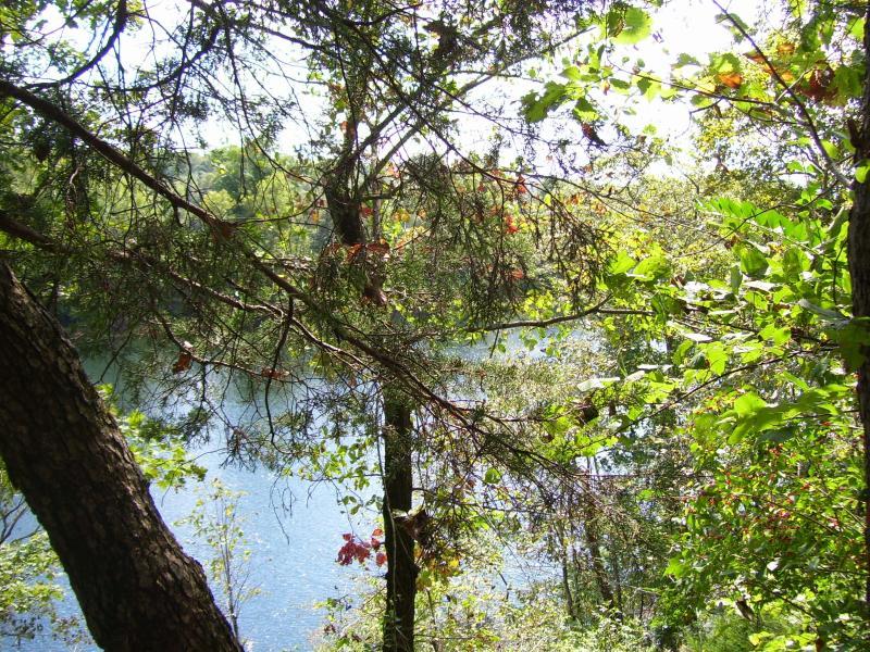 Lago en el extremo de una pista de hikng
