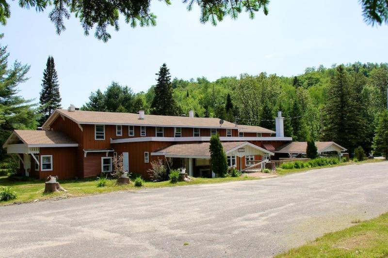 Chalet Morin Heights (estate)