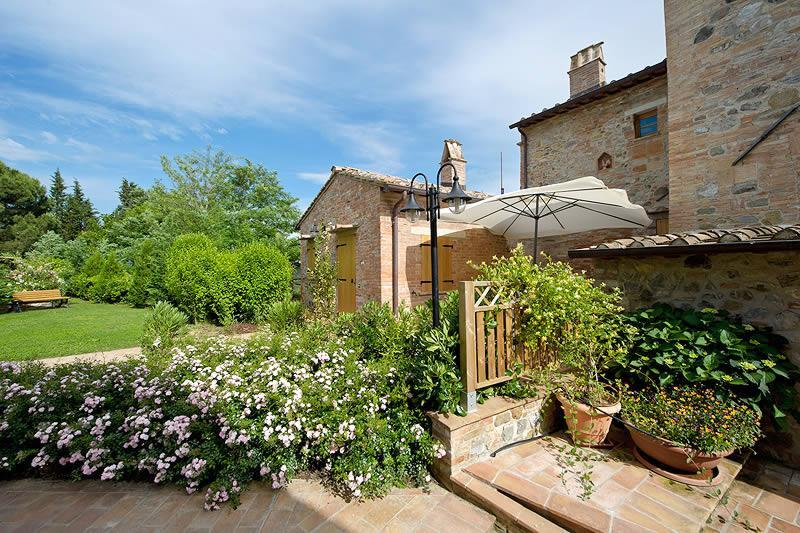 Tigli #3, 2 bedrooms and 2 bathrooms apt close Montepulciano. Wi-Fi, A/C & pool!, holiday rental in Montepulciano