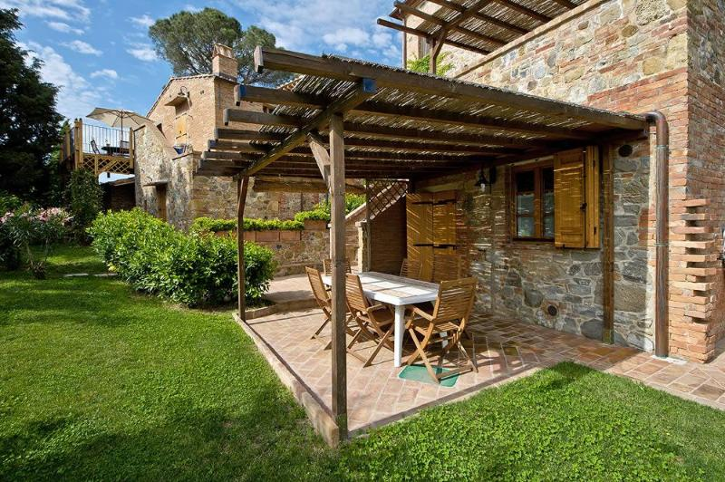 Tigli #1, two bedrooms apartment close to Montepulciano with Wi-Fi and pool, location de vacances à Montepulciano