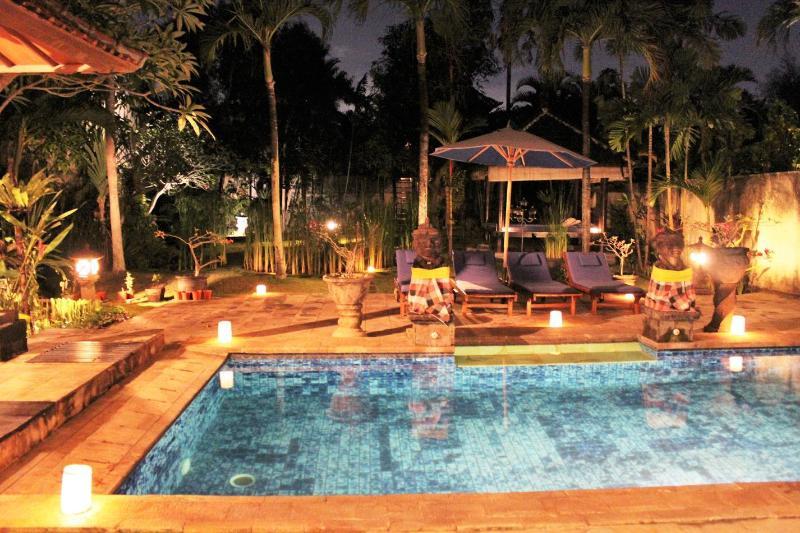 night view pool and garden villa Di Uma I.