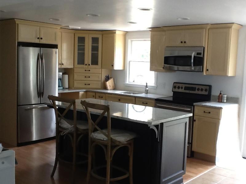 new granite kitchen and appliances