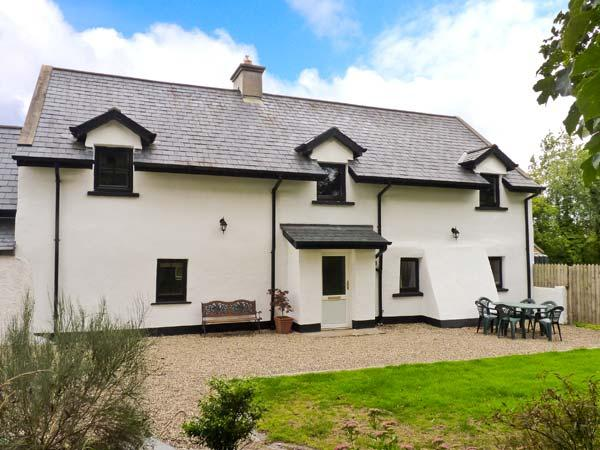 HOME FARM COTTAGE, pet friendly, character holiday cottage, with a garden in, vacation rental in Ballilogue