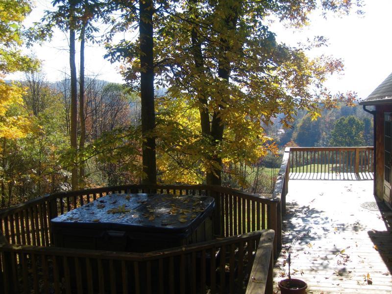 Breathtaking Mountain Views - Sleepy Hollow Chalets, holiday rental in Oak Hill
