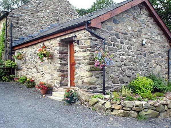MAES COCH COTTAGE, romantic, country holiday cottage, with a garden in, aluguéis de temporada em Dolgellau