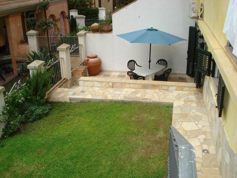 Back/Lower garden & patio