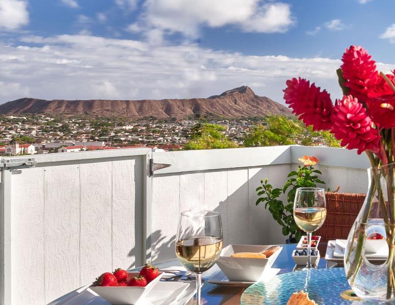 Panoramic 270 degree Diamond Head and ocean view from grand balcony