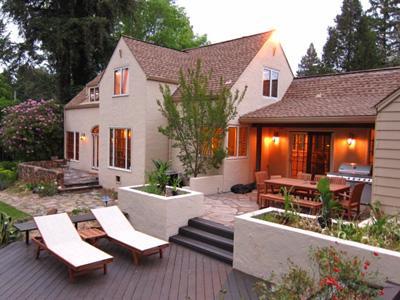 Villa Tranquila, Patio ensoleillé avec repas en plein air
