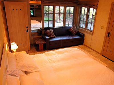 Villa Tranquila, Bedroom with King and Futon, Television