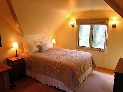 Villa Tranquila, Queen Bed, Hill Views, 5 Bedroom Rental