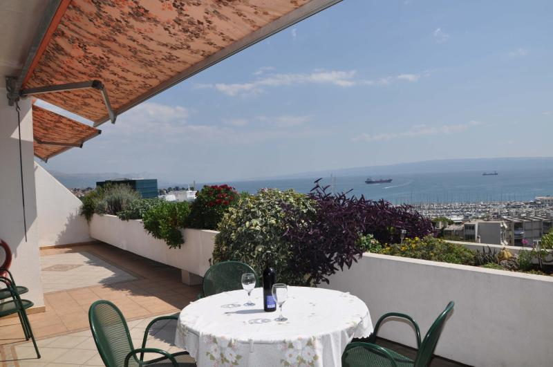 Great view near center- apartment FRANIC1, holiday rental in Split