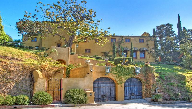 Romantique villa de luxe. Vue des rues La Villa Sophia.
