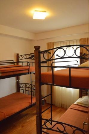 De children's kamer heeft twee grote stapelbedden, die zelfs 4 volwassenen slapen kan