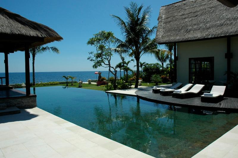 Villa Bossi Tanguwesia - Luxury villa on the beach – semesterbostad i Buleleng Regency