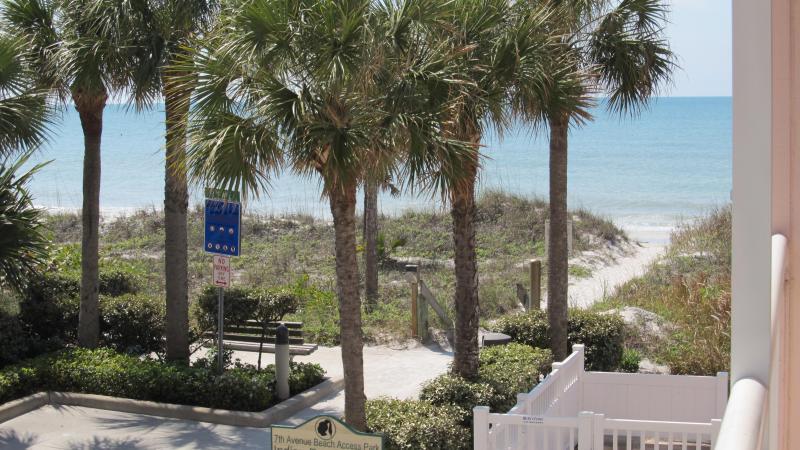 Golfo vista da varanda, a poucos passos de praia