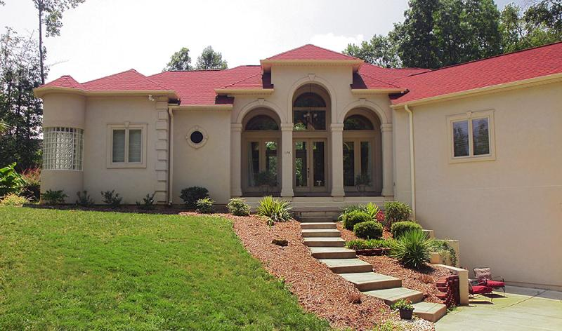 Lakeside Villa Charlotte NC Vacation Home, vacation rental in Belmont