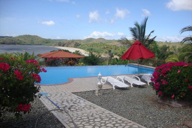 Lux 2 Bed - Stunning Views - Pool - Beachfront, vacation rental in Chiriqui Province