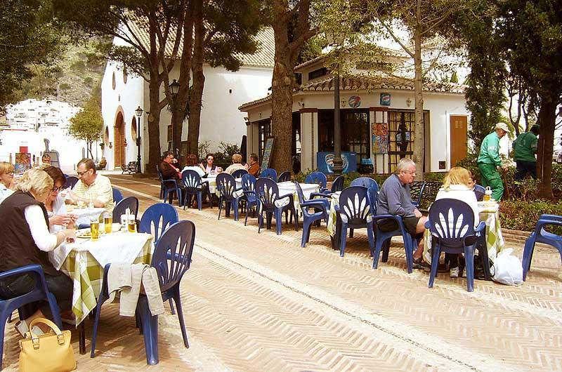 Cafe in Mijas park, a lovely place for lunch outdoors! Only about 10 minutes walk.