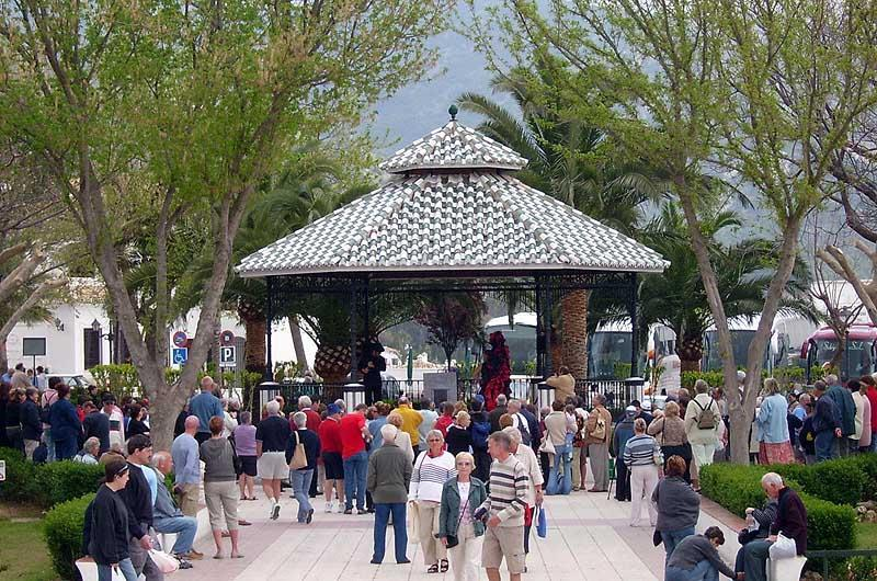 Free flamenco show in Mijas centre - about 6 minutes walk from Los Molinos