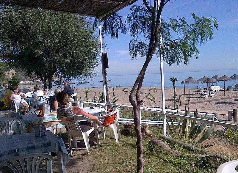 Kalifato Beach Bar, situated right on the sands - what wonderful October weather!