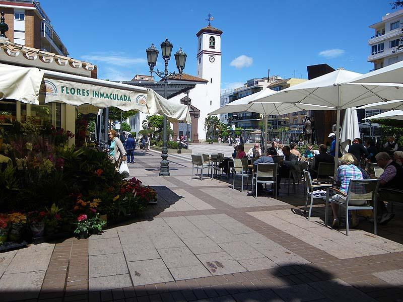 Nearby Fuengirola, situated at the coast, is also a good place for shopping