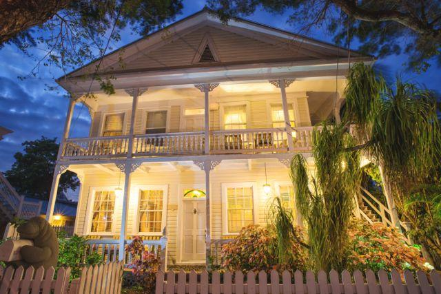 Downtown Key West, 509 South Street is in the Historic walking district of Key West Home away from h