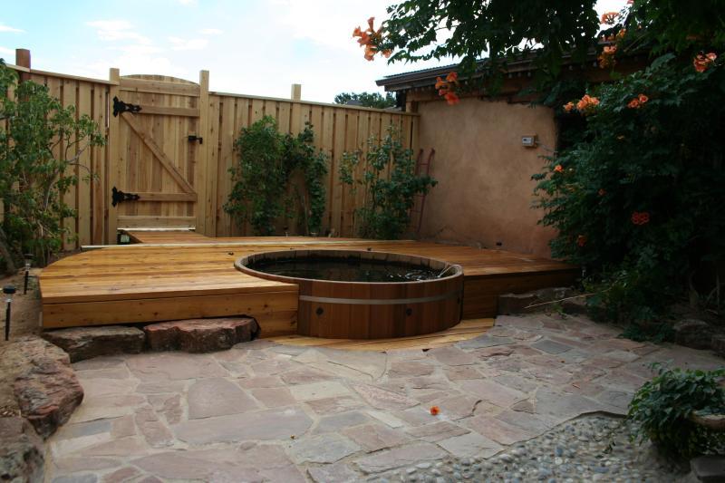 Cedar Tub and Private Courtyard