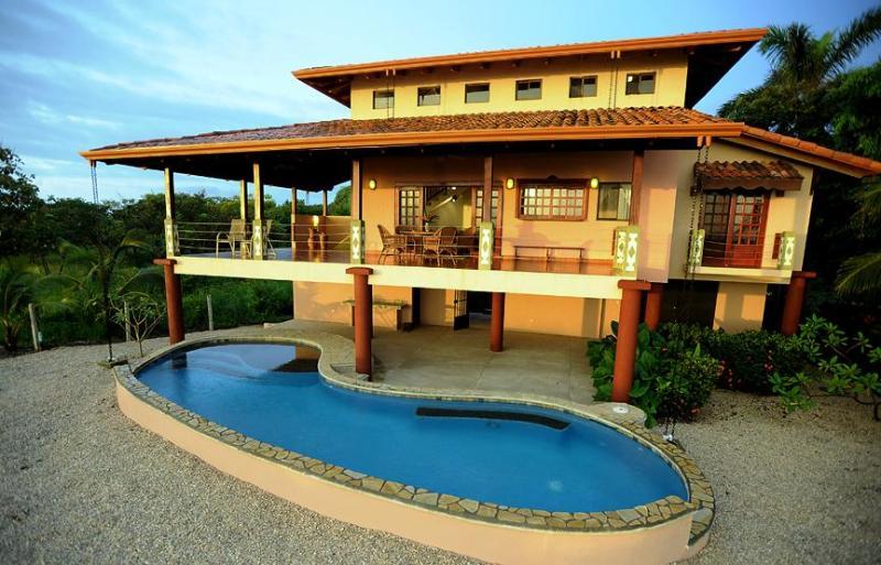 Casa de playa y piscina