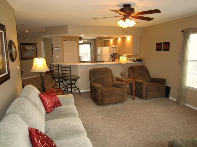 Why stay in a Branson hotel when you can book a condo instead? Two recliners, full kitchen, sleeps 6