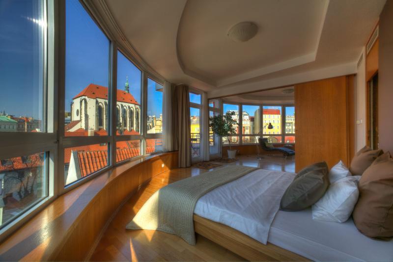 Glass Suite Apartment