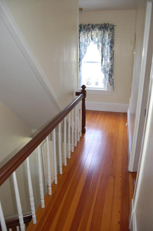 hermosos pisos a lo largo del pasillo 1 º piso y la parte superior