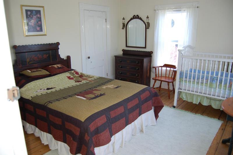 Dormitorio sureste del país. Nota vieja de la foto: Nueva cama y cubre desde la foto tomada.