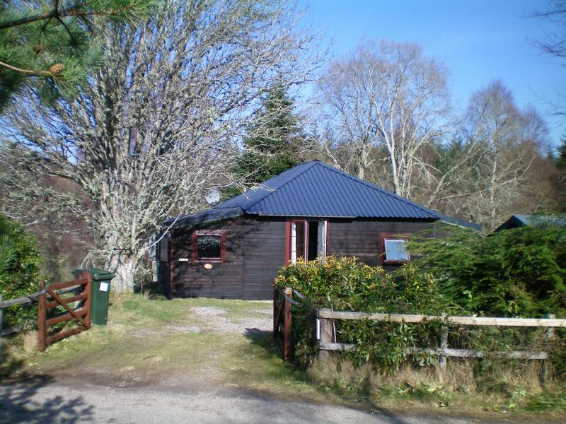 Rowan Cottage Your Highland Hideaway! Charming timber cottage for 4 near Loch Ness.  Dogs welcome.