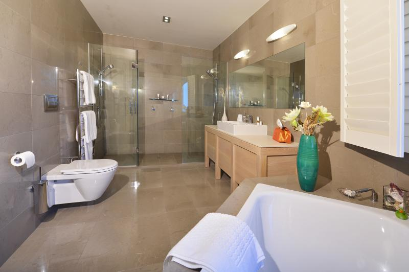 Level 2-Bathroom 1