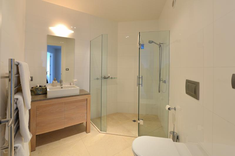 Level 3-Bathroom 4