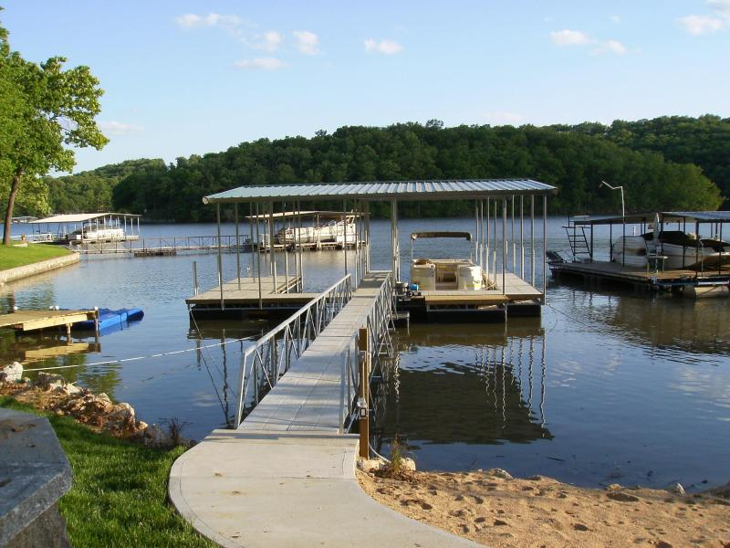 2 Well Dock...Great Fishing & Swimming in Cove. Just walk into Water From Private Sandy Beach.