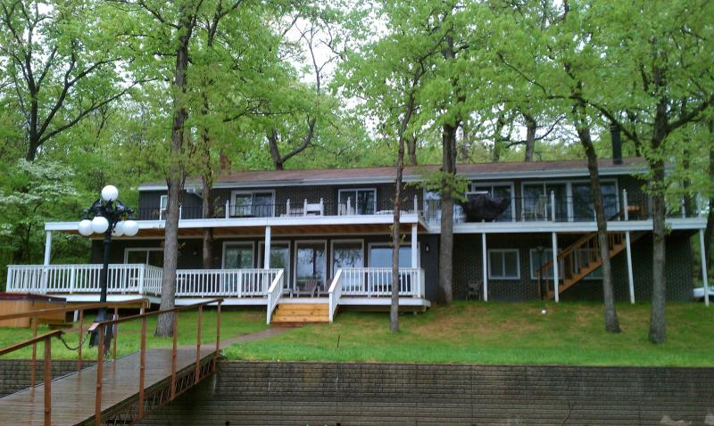 Lion's Gate: 6 Bedrooms & 6 Full Baths...Calm Swimming & Fishing  Cove with 2 Well Dock!