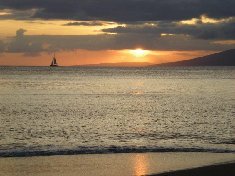 Puesta de sol sobre Molokai - ves la tortuga?