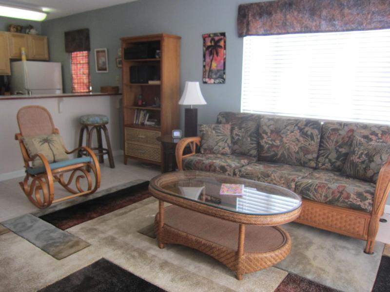 living room, new tile 2013
