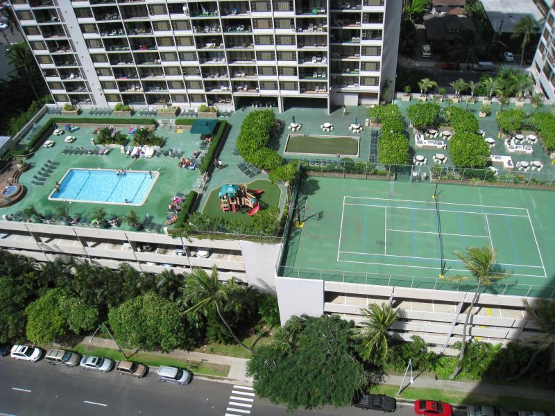 Waikiki Banyan 6th floor Rec area