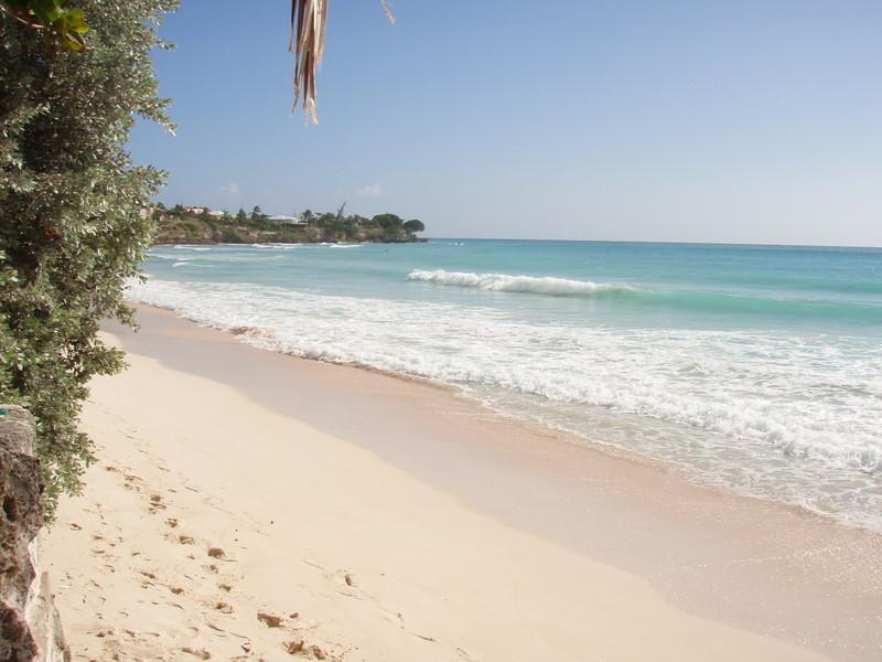 Bomull Beach - liten strand 3 mins gångavstånd