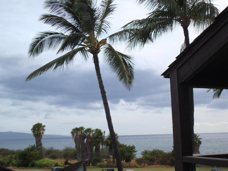 View from living room, kitchen and lanai out to Molokini